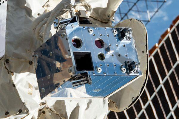 Stingray Lens在軌道上的令人難以置信的影像